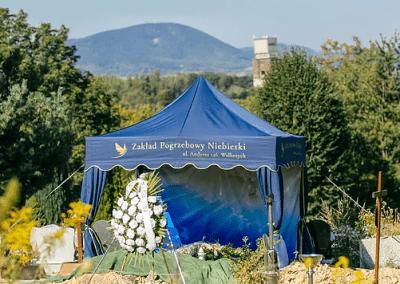 Organizacja pogrzebu Niebieski